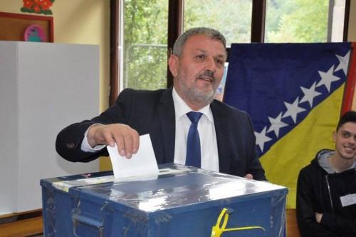 Političar i biznismen Refik Kurgaš osumnjičen za spolni odnos sa 13-godišnjim djetetom